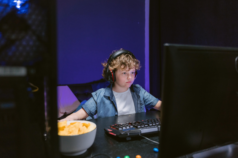 ילדים מרוויחים כסף באינטרנט